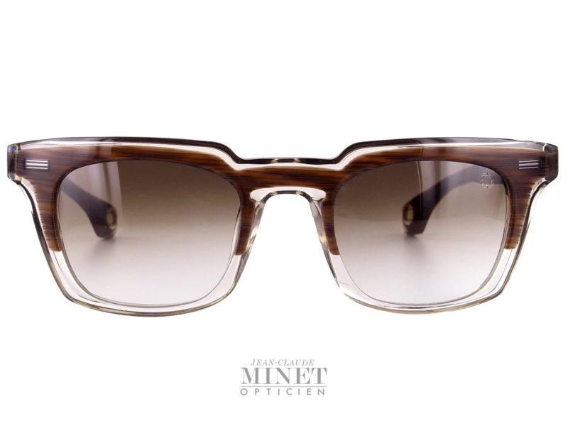Lunettes de soleil pour homme Blake Kuwahara Newell. Lunettes solaire en acétate transparent et brun. Verres dégradés bruns catégorie 3 100% anti U.V. Les lunettes Blake Kuwahara sont la combinaison parfaite de l'expérimentation et une innovation audacieuse.