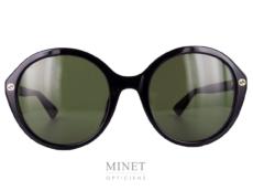 Les lunettes de soleil Gucci GG23S sont de grandes lunettes noir pour dames.
