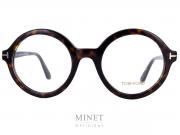 Les Tom Ford 5461, sont de grandes lunettes optiques ronde de couleur écaille de tortue et de style vintage. De la monture sobre style rétro jusqu'aux modèles au style avant-gardiste, les lunettes de vue Tom Ford sont audacieuses, les coloris recherchés, les matières luxueuses, les finitions exceptionnelles.