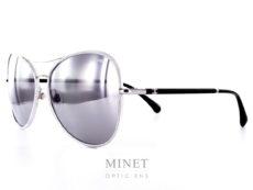 Solaire Chanel métal argentée branches noires. Le verres miroirs sont de catégorie 3 et 100% UV.