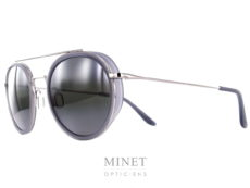 Vuarnet VL1613 ou Vuarnet Edge Ronde. Mélange entre lunettes sport et lunettes élégantes, de forme pentos et vintage. Le côté chic est assuré par la fine monture en métal quand au côté sport, il est souligné par les cerclages en acétate qui renforcent le regard et qui protègent les yeux grâce à leur fines coques sur les cotés.