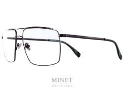 Les lunettes Coblens Strahltriebwerk sont de superbe monture optique pour homme en titane. Elles reprennent les codes vintage des 70's 80's revisité avec la touche de modernité qu'il faut pour en faire des modèles top aussi bien au niveau esthétique que technique. Depuis 2007, la marque allemande Coblens, pilotée par Nils Kaesemann et Ralf Schmidt, évolue dans un esprit très vintage . Leur style est minimaliste et élégamment rétro, mais marqué du sceau de la modernité: viril et charismatique! Coblens propose des montures structurées aux lignes fines, en titane. Fabriquées en Allemagne, les collections du lunetier Coblens invitent au voyage dans un monde contemporain teinté de classe vintage où se mêlent ingénierie de précision et prototypes créatifs QUALITÉ Coblens accorde une grande importance au choix et à la qualité des matériaux. C'est pourquoi ils recherchent leurs fabricants en fonction de leurs capacités uniques et de leurs caractéristiques techniques. Chacune de leurs lunettes est amoureusement faite à la main. Ils combinent l'artisanat traditionnel et le traitement de matériaux précis avec de nouvelles techniques et créent de petits chefs-d'œuvre mécaniques à la fois classiques et modernes. Ils ne font pas de compromis par rapport la sélection des matériaux et des composants. Chez COBLENS, ils fabriquent tous leurs composants et matériaux de base selon leur propres conceptions et exigences. MATÉRIAUX ET COMPOSANTS TITANE Chez COBLENS, METAL signifie simplement: Titane. Dès le début, ils ont travaillé avec ce matériau extraordinaire, sa structure moléculaire cristalline lui confère résistance et élasticité en même temps. Il est presque aussi léger que l'aluminium, mais beaucoup plus stable et surtout: il ne déclenche pas d'allergies de contact. Tradition et technologie sophistiquée en font un. Comme le titane ne pèse que la moitié de l'acier, nous économisons beaucoup de poids. Mais le Titane n'est pas seulement léger (une COBLENS ne pèse qu'environ 10g en m