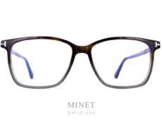 Monture optique pour hommes Tom Ford TF5478. Monture rectangulaire en acétate de cellulose de couleur brune.