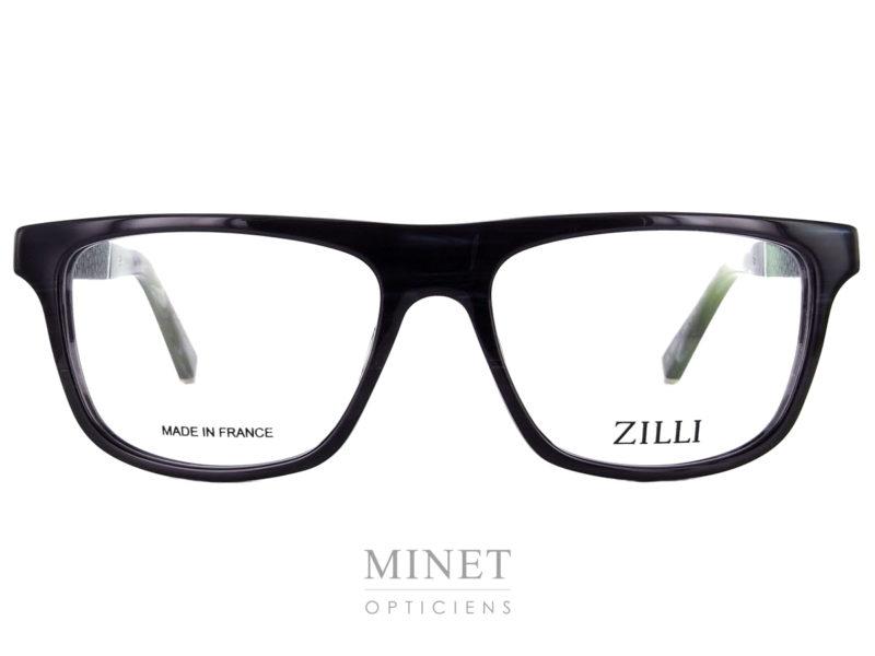 Marque de luxe incontesté Zilli lance sa première collection de lunettes. Les Zilli 60003 sont faites avec le même savoir faire et le même taux d'exigences que les vêtements de la marque. Grandes lunettes pour homme en acétate de cellulose noire. Les branches sont griffée du logo Zilli en métal doré et recouvertes de cuir. Matériaux d'exception qui a fait la renommée de Zilli.