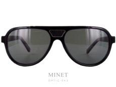 Lunettes solaires pour hommes, les Zilli 65003 sont de grandes lunettes de soleil de forme pilote. Vintage chic, le pont et les branches sont incrustés de pièces de cuir, signe distinctif de la Maison. Maison familiale française fondée à Lyon en 1965, Zilli est reconnue comme référence par les esthètes amateurs de produits rares et de qualité. La nouvelle collection eyewear présente les codes de l'élégance sophistiquée qui caractérisent depuis toujours le style exclusif de la Maison Zilli, associés aux technologies d'avant-garde et aux matériaux hautement sélectionnés avec des détails signatures comme le titane ou le cuir.