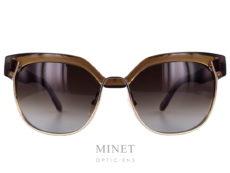 """Les Chloé CE666S sont des lunettes de soleil combinée. les branches et les """"sourcils"""" sont en plastique brun translucide quand à la partie inférieure de la face est en métal doré. Toute nouvelles collection. Les Lunettes Chloé reprennent tous les codes qui ont fait la réputation de la marque. Elles sont élégantes, confortables et très féminines. Cette nouvelle collection est juste incroyable, avec de superbes détails."""