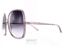 Les Chloé CE725S sont de Grandes lunettes de soleil de style vintage. Grande métal rectangulaires avec les verres dégradés gris dans le plus pure style 70's.