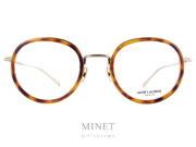 Les lunettes optiques Saint Laurent SL 126 T sont de petite lunettes dans le plus pure style rétro. De forme ronde et de couleur or et munies d'un insert de couleur écailles de tortue autour des verres. Inspiré directement des lunettes de XIXème siècle.
