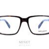 Saint Laurent SL 190. Grande lunettes optique rectangulaire pour hommes en acétate de couleur écaille de tortue. La forme rectangulaire des ces montures nous rappelle les célèbres lunettes portées par Yves Saint Laurent lui même.