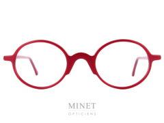 Les Henau Yooh sont de très belle lunettes ovales rouge, couleurs caractéristique de la marque. Toute fines et élégantes ces lunettes optique iront aussi bien chez un homme que chez une dame aimant l'originalité.