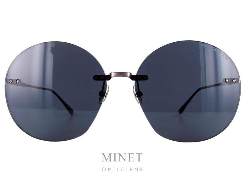 Lunettes solaires Bottega Veneta BV0178. Grande lunettes solaires sans monture, pour dames, montée de grands verres gris surépaissis donnant un effet tout à fait nouveau aux lunettes.