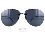 Lunettes solaires Bottega Veneta BV0179. Grande lunettes solaires sans monture, pour dames, montée de grands verres gris surépaissis donnant un effet tout à fait nouveau aux lunettes. De forme pilote ces lunettes solaires sans monture pour dames ont un double pont et des branches en métal.