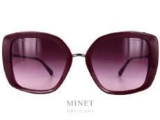 Grande lunettes de soleil pour dames, les Chanel 5401 sont composées de deux cerclage en cellulo épais, reliés par un fin pont en métal. Les fines branches métalliques ainsi que le pont donnent un aspect très léger à l'ensemble.