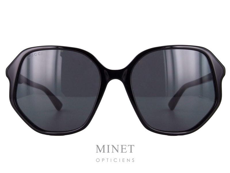 Gucci GG 258S. Monture solaire pour dames de forme originale.
