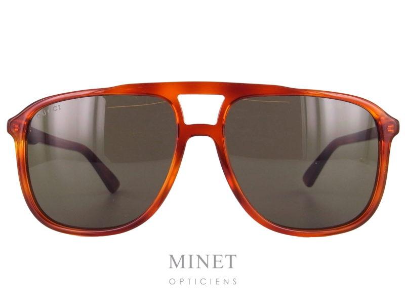 Gucci GG 262S. Lunettes de soleil en acétate de couleur écaille claire. De forme vintage avec un double pont de style typiquement 80'S.