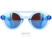 Nouvelles Moncler ML 14. Lunettes de soleil bleues translucides ayant un double pont et les verres miroirs bleus de catégorie 3.