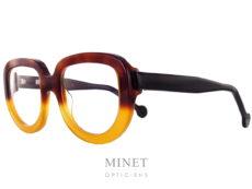 Lunettes optiques Henau Jota. Monture de forme originale en acétate de couleur écaille de tortue allant de l'écaille demi-blonde à l'extra blonde.