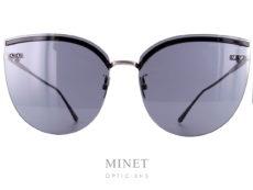 Les Bottega Veneta BV 205S sont de grandes lunettes de soleil à la forme très papillonnante. Sans monture, le pont et les branches sont directement fixés aux verres ce qui rend l'ensemble extrêmement léger. Ces solaires vous apporterons une excellente protection et un confort de