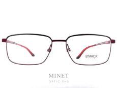 Les Philippe Starck SH2027 sont des lunettes rectangulaires en métal. Fines, solides, modernes, intemporelles et exclusives comme leurs fameuses charnières qui permettent aux branche de bouger dans les 3 dimensions. Inventées par Philippe Starck, il les a imaginées en s'inspirant de l'articulation de l'épaule. Concept appelé BioVision. Élégance et intelligence sont les maîtres-mots de PhilippeStarck, célèbre designer. C'est en suivant ce crédo qu'il conçoit les lunettesStarckEyes en association avec le célèbre lunetier Alain Mikli. Ils ont donné naissance à une collection de lunettes design sans équivalent ! Elles sont à la fois légères, confortables et résistantes grâce à l'utilisation de matériaux tels que l'aluminium ou le titane. Les lunettesStarckEyes, c'est aussi et surtout un système de charnières breveté unique et innovant. Grâce à elles, vous ne casserez plus jamais les branches de vos lunettes. Le design de ses modèles reste épuré avec des lunettes plutôt sobres et très élégantes.