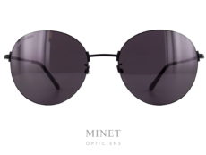 Les Solaires Balenciaga BB16SK sont de très belles lunettes de soleil de forme pantoscopique. La forme classique est compensée par un style unique qui en font des lunettes différentes, voir exceptionnelles. Dans le plus pure esprit de la marque.