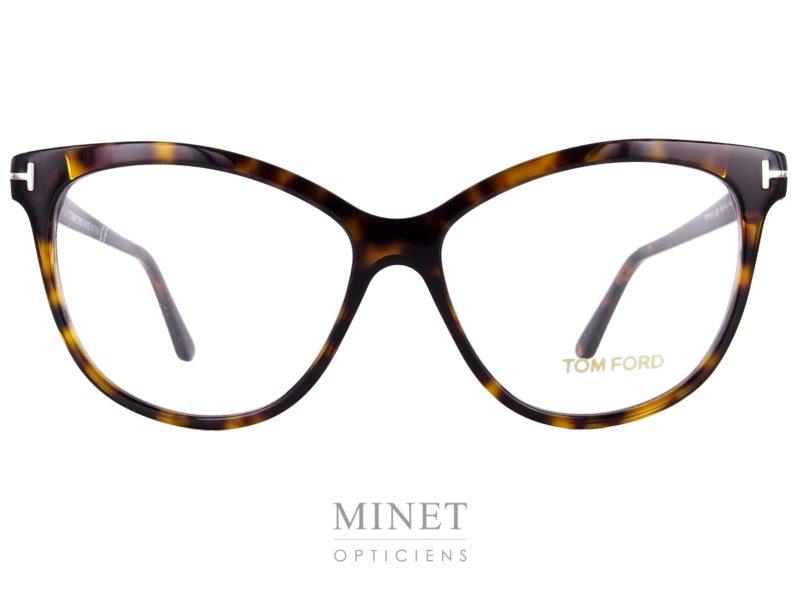 Les lunettes Tom Ford 5511 sont de grandes lunettes optique dames papillonnantes. Montures vintage oversized, très élégantes et très tendance. Elles existent en noir brillant ou en imitation écaille de tortue.