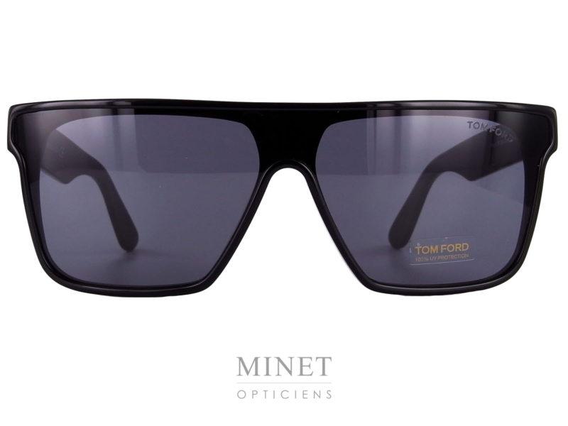 Les Solaires Tom Ford Whyat sont de grande lunettes de soleil pour hommes de type masque. Après quelques année d'absence, le masque réapparaît. Toujours aussi fort, il vous apportera un look affirmé et complètement assumé.