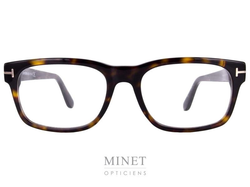 Monture rectangulaires pour hommes. Les Lunettes Tom Ford 5432 sont de très belles lunettes de style contemporain avec de large branches de couleur écaille de tortue.