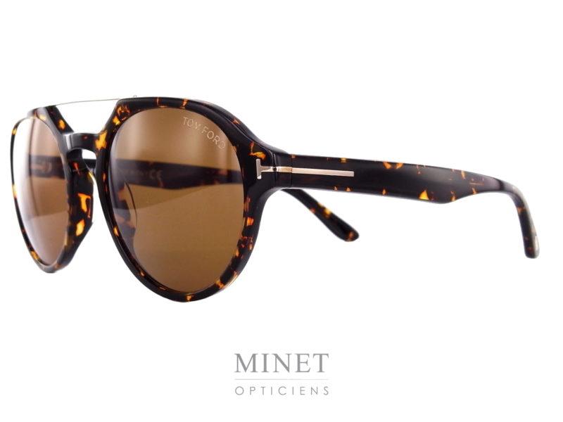 Les Tom Ford Stan sont de superbes lunettes pour hommes dans le style 70's. De forme ovale double pont, elles vous protégeront du soleil et de ses mauvais rayons tout en vous offrant un super style.On les trouvent en différent coloris.La collection de lunettesTom Fordprésente des montures pour la femme et pour l'homme caractérisées par autant d'éléments sophistiqués qu'innovants.De la monture sobre style rétro jusqu'aux modèles au style avant-gardiste, les lunettes de vueTom Fordsont audacieuses, les coloris recherchés, les matières luxueuses, les finitions exceptionnelles.Les collections de lunettesTom Fordpeuvent être regroupées en trois groupes : «Iconique», «Classique chic» et «Vintage». Les modèles affirment avec décision un style personnel. Le design allié à des détails luxueux et raffinés est synonyme de confort total et de légèreté.Vous trouverezicile reste de la collection.