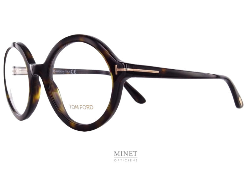 Tom Ford Tf 5461. Superbe monture optiques rondes de grande taille. En imitation écailles de tortue la monture assez épaisses en font des lunettes ayant un caractère très affirmé. Ces lunettes ne laisseront personne indifférent.