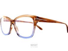 Très jolies lunettes dames, les Tom Ford TF5597-B sont de grandes montures papillonnantes dans les tons claire translucide donnant un effet très doux.