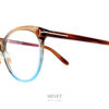 Très jolies lunettes dames, les Tom Ford TF5598-B sont de grandes montures papillonnantes dans les tons claire translucide donnant un effet très doux.
