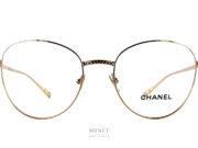 Les lunettes Chanel 2192 sont des lunettes optiques dames en métal doré de forme papillonnantes. Le pont est décoré du fameux matelassé Chanel.