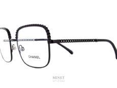 """Montures optiques rectangulaires, les Chanel 2485 ont la particularité d'avoir les branches et le dessus de la face faites en """"chain"""