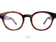 Thierry Lasry Dynamyty sont des lunettes optiques de foreme rondes ayant un superbe design. Les cerclages des verres sont de couleurs différentes pour souligner leur très belle forme.
