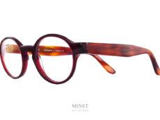 Superbe montures, les Thierry Lasry Patody rouges sont des lunettes rondes en acétate. Celles-ci ont la face rouge bordeau et les branches de couleur corne de buffles.