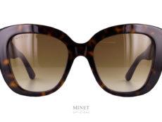 Les Gucci 327S sont de grandes lunettes de soleil en acétate de cellulose. Monture épaisse et branches larges, elles offrent pas mal de caractères sans être trop dure grâce à ses verres dégradés.
