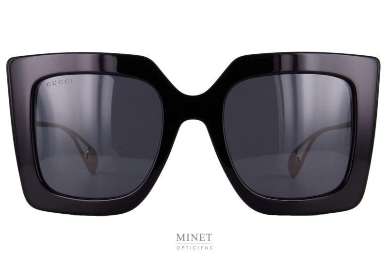 Gucci 435S Grandes lunettes de soleil carré en acétate de cellulose. Monture épaisse et branches fine en métal doré.