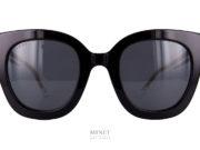 Très belles lunettes de soleil, les Gucci GG 564S Grande lunettes noire papillonnantes en acétate de cellulose. Les branches fines sont en métal doré. Elles vous protégeront des rayons nocifs grâce à leurs verres d'excellente qualité de catégorie 3, 100% anti-UV.