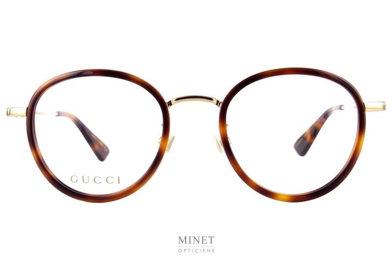 Les Gucci GG 608 OK sont de très belles lunettes optiques combinée métal doré ayant les verres cerclés par un fin contour en acétate de cellulose de couleur imitant les écailles de tortue.