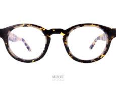 Fils d'un père opticien et d'une mère designer,Thierry Lasrya lancé naturellement sa marque de lunettes en 2006. Le jeune créateur s'inspire des années 80 pour proposer des modèles innovants aux détails très futuristes.
