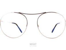 Les Tom Ford TF5633 sont des lunettes optiques rondes ayant le pont placé très haut. Ce placement du pont nous donnes un effet de style des plus réussi. Il rend la monture très légère et aérienne.
