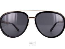 Les Chopard schd56 sont de grande solaires pilote pour hommes. Le haut de la monture et les branches sont en métal doublé or. Les branches ont été incrustée de bois précieux et de fibre de carbone inspiré des sports automobiles et des voitures de luxe. Créée en 1860,Chopardest incontestablement l'une des maisons les plus influentes de Genève et même de Suisse. Reconnue pour ses horloges, montres et autres pièces de joaillerie, cette marque propose aussi une collection de lunettes de soleil, pour hommes et femmes. Des lunettes luxueuses en métal aux détails précieux et glamour pour les unes aux modèles faits main alliant fibre de carbone, caoutchouc et bois pour une touche plus sportive pour les autres,Chopardvous garantit un look moderne, élégant et confortable. La marque met à votre disposition un magnifique choix de montures et verres dans des teintes variées afin de s'accorder avec votre style. Si vous ne connaissez pas exactement votre puissance de verres, pas d'inquiétude, nous pouvons réaliser untest de la vision.
