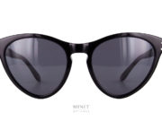 Les Gucci GG 569S sont de grandes lunettes de soleil de forme papillonnante. Les branches sont montée de rivet pour renforcer le côté vintage de la forme.