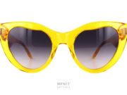 Laurence D'Ari Intense Crystal Yellow. Très belles lunettes de soleil papillon. La découpe originale des verres ainsi que celle des branches en font une monture unique. Cette solaire, malgré son originalité, a su garder son chic et son élégance.