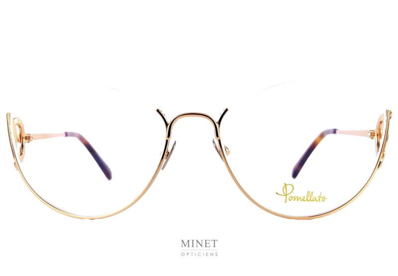 Lunettes optique formée d'une demi monture. Les Pomellato PM80O sont la version optique des PM78S. La forme des verres est la même, mais le décor se veut un peu plus discret.