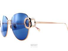 Pomellato PM78S. Lunettes solaire dorées. Ces lunettes sont très légères. Les verres sont très joliment décorés par de belles boucles imitant les colliers du département haute joaillerie.