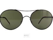 Les solaires 8000 8M1 sont de très belles lunettes en métal. L'esprit vintage de la monture est accentué par la monte de verres plats. Ces verres ulta-plat reflètent la lumière de façon à faire croire qu'ils sont dotés d'un traitement miroir. Les embouts sont, quand à eux, en cuir véritable. Ces embouts en cuir, garantissent un confort inégalé
