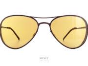 Monture pilote super Vintage, les 8000 Eyewear 8M5 sont de superbes lunettes de soleil exclusives et originales. La face est parée d'un cache soleil en métal et est de couleur métal rouillé. Comme si la lunettes avait été faite de vieilles plaques d'acier sortie d'un site industriel.