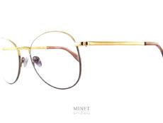Coblens Reisepass. Reisepass, en français ça veut dire passeport. Ce qui décrit parfaitement ces lunettes optiques qui par leurs légèreté et leurs design invitent au voyage.