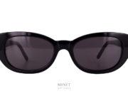 Saint Laurent Betty. Contrairement à la tendance les Betty, sont de petites lunettes de soleil à la forme rétro. de forme papillonnante, les verres sont 100% uv.